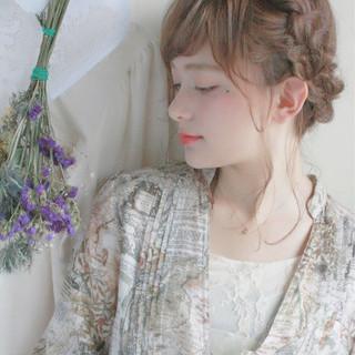 ヘアアレンジ ウェーブ ミディアム アウトドア ヘアスタイルや髪型の写真・画像