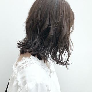 切りっぱなしボブ 大人ミディアム アッシュ ナチュラル ヘアスタイルや髪型の写真・画像