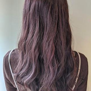 フェミニン コテ巻き風パーマ モーブ パープルカラー ヘアスタイルや髪型の写真・画像