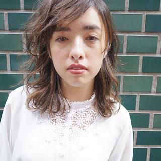 アンニュイ インナーカラー 無造作 ミディアム ヘアスタイルや髪型の写真・画像