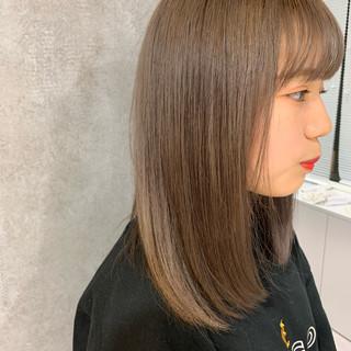 ミディアム ミルクティーベージュ ベージュ ヌーディベージュ ヘアスタイルや髪型の写真・画像
