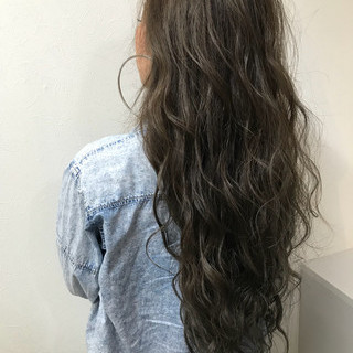 アッシュベージュ メッシュ ロング 巻き髪 ヘアスタイルや髪型の写真・画像