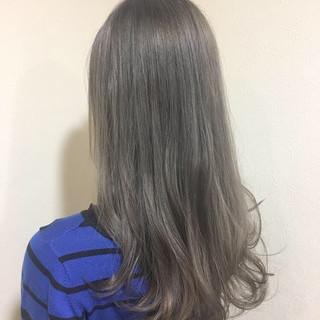 モード ロング シルバーアッシュ ヘアスタイルや髪型の写真・画像