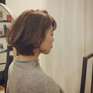 ショート アッシュグレージュ 簡単ヘアアレンジ ナチュラル ヘアスタイルや髪型の写真・画像