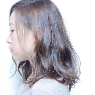 暗髪 ハイライト ナチュラル セミロング ヘアスタイルや髪型の写真・画像