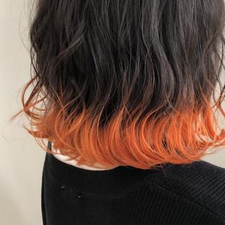裾カラーオレンジ 外ハネ ストリート ミディアム ヘアスタイルや髪型の写真・画像