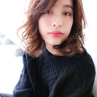 セミロング パーマ こなれ感 大人かわいい ヘアスタイルや髪型の写真・画像