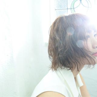 フェミニン パーマ ナチュラル 外国人風 ヘアスタイルや髪型の写真・画像