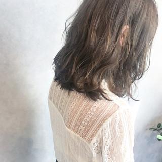 フェミニン ゆるふわ オフィス ミディアム ヘアスタイルや髪型の写真・画像