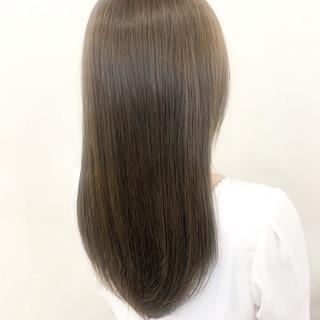 ロング ブリーチ無し ナチュラル オリーブカラー ヘアスタイルや髪型の写真・画像