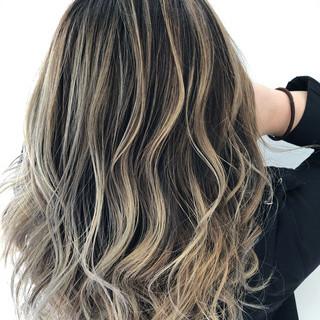 グラデーションカラー コントラストハイライト ブリーチ必須 バレイヤージュ ヘアスタイルや髪型の写真・画像