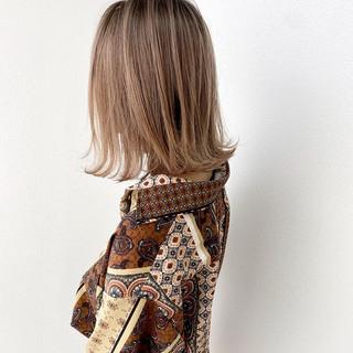 ミディアム アッシュベージュ ナチュラル ショートボブ ヘアスタイルや髪型の写真・画像