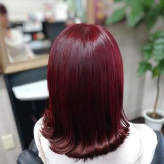 ミディアム ガーリー レッド レッドカラー ヘアスタイルや髪型の写真・画像