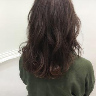 ストリート セミロング ナチュラル 暗髪 ヘアスタイルや髪型の写真・画像
