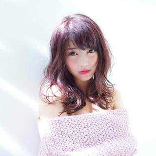 外国人風 ベリーピンク セミロング ガーリー ヘアスタイルや髪型の写真・画像