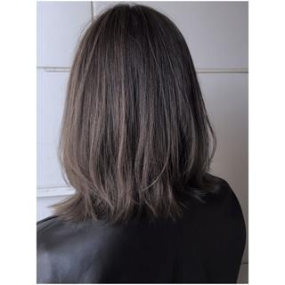 極細ハイライト ラベンダーアッシュ ミディアム アッシュグレージュ ヘアスタイルや髪型の写真・画像