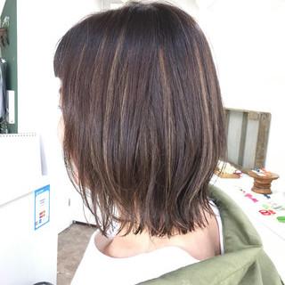 フェミニン ミディアム ハイライト ヘアスタイルや髪型の写真・画像