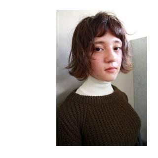 ミディアム オン眉 モード ナチュラル ヘアスタイルや髪型の写真・画像