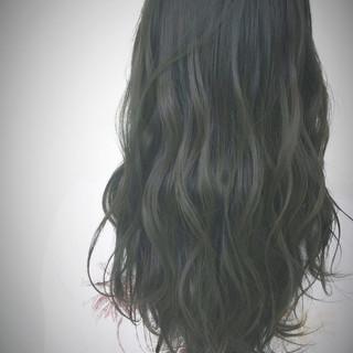 ロング オリーブアッシュ 外国人風 グラデーションカラー ヘアスタイルや髪型の写真・画像