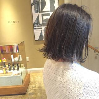 切りっぱなし アッシュグレー イルミナカラー ボブ ヘアスタイルや髪型の写真・画像