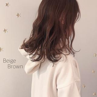ナチュラル 伸ばしかけ セミロング ブラウンベージュ ヘアスタイルや髪型の写真・画像