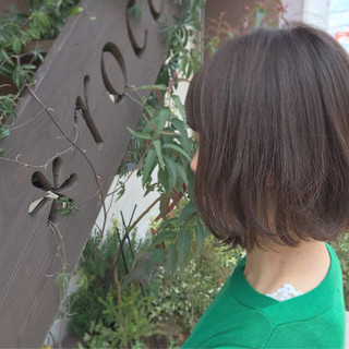 アッシュベージュ 外ハネボブ 外ハネ ボブ ヘアスタイルや髪型の写真・画像