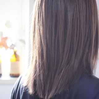 ラベンダーグレージュ セミロング ナチュラル アッシュブラウン ヘアスタイルや髪型の写真・画像