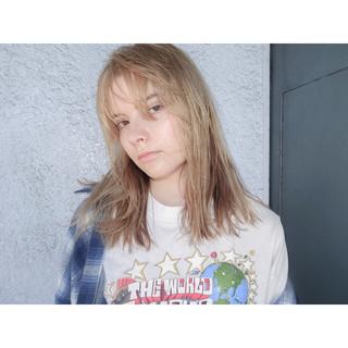 外国人風 ミディアム ハイトーン ピュア ヘアスタイルや髪型の写真・画像 ヘアスタイルや髪型の写真・画像