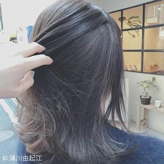 アウトドア インナーカラー グラデーションカラー ナチュラル ヘアスタイルや髪型の写真・画像