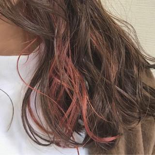 インナーカラー ハイトーン ピンク フェミニン ヘアスタイルや髪型の写真・画像