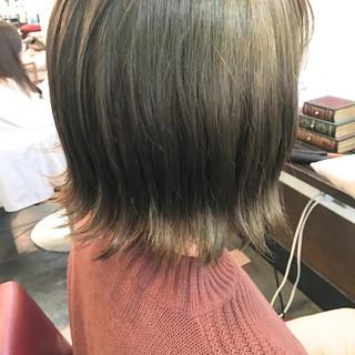 ストリート グレージュ オリーブアッシュ カーキ ヘアスタイルや髪型の写真・画像