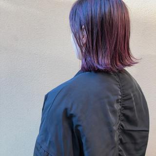 切りっぱなしボブ ストリート ピンクバイオレット 外ハネボブ ヘアスタイルや髪型の写真・画像