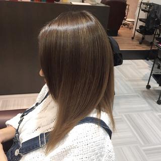 グラデーションカラー ピュア ベージュ セミロング ヘアスタイルや髪型の写真・画像