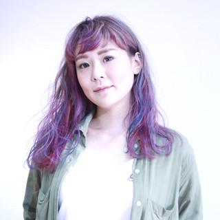 フェミニン ロング 外国人風 波ウェーブ ヘアスタイルや髪型の写真・画像