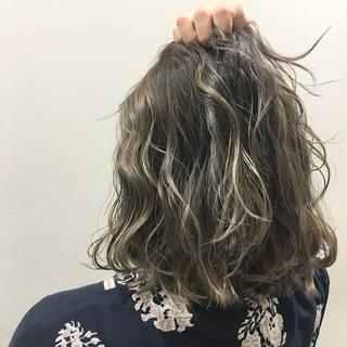 ハイライト 暗髪 ストリート アッシュ ヘアスタイルや髪型の写真・画像