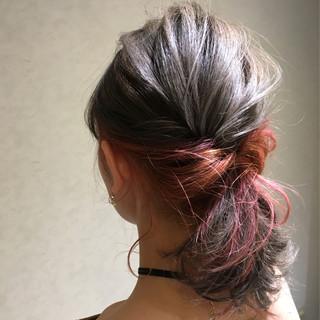 インナーカラー シルバー ミディアム レッド ヘアスタイルや髪型の写真・画像