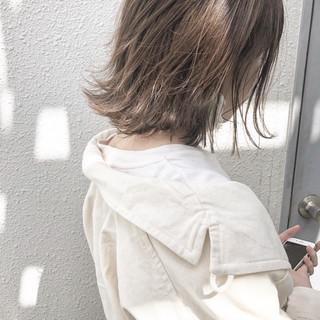オフィス グレージュ ミディアム ナチュラル ヘアスタイルや髪型の写真・画像