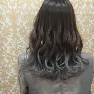 セミロング グラデーションカラー 外国人風 アッシュ ヘアスタイルや髪型の写真・画像