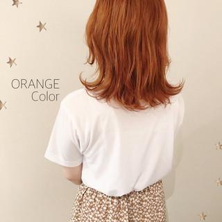 ゆる巻き ミディアム ゆるナチュラル オレンジカラー ヘアスタイルや髪型の写真・画像