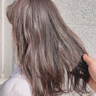 ハイライト グレージュ 透明感カラー ミディアム ヘアスタイルや髪型の写真・画像 ヘアスタイルや髪型の写真・画像