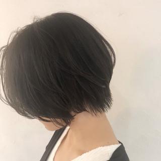 ショート ハンサムショート フェミニン コテ巻き ヘアスタイルや髪型の写真・画像