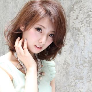 レイヤーカット ショート 大人かわいい ハイライト ヘアスタイルや髪型の写真・画像