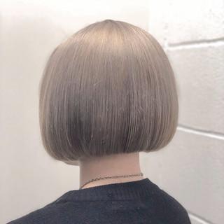 ダブルカラー ホワイト ブリーチ ボブ ヘアスタイルや髪型の写真・画像