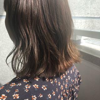 オフィス フェミニン アッシュグレージュ グレージュ ヘアスタイルや髪型の写真・画像