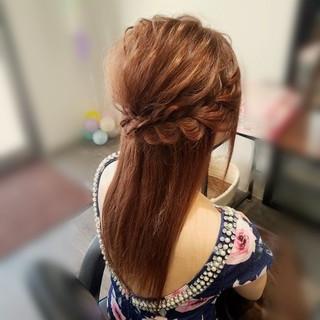 編み込み フェミニン ハーフアップ セミロング ヘアスタイルや髪型の写真・画像