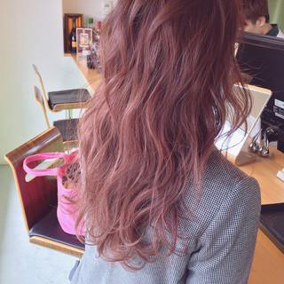 ピンク ハイライト ストリート セミロング ヘアスタイルや髪型の写真・画像