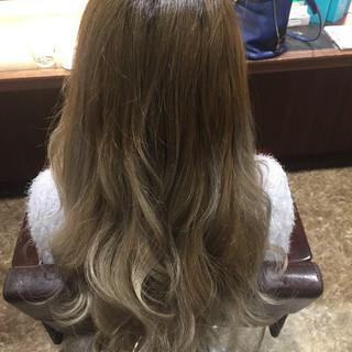 ベージュ グラデーションカラー ミルクティーベージュ 外国人風 ヘアスタイルや髪型の写真・画像