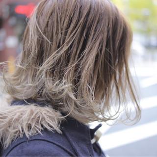 ボブ ミディアム グレー ハイライト ヘアスタイルや髪型の写真・画像