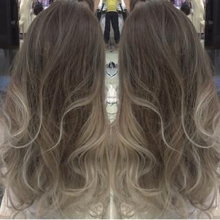 アッシュ モード ローライト 外国人風 ヘアスタイルや髪型の写真・画像