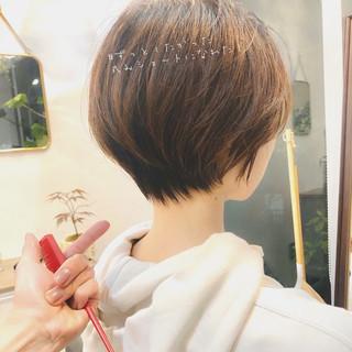 小顔ショート ハンサムショート インナーカラー ショートボブ ヘアスタイルや髪型の写真・画像